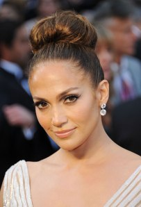 jennifer-lopez-hair-makeup-oscars-2012-1